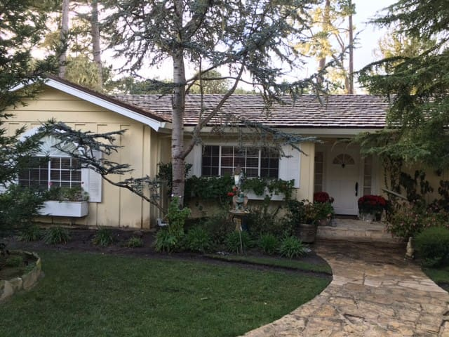 Pebble Beach Cottage - Del Monte Forest - House