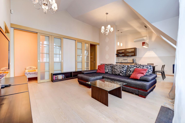 Просторная гостиная / Living room