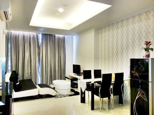 Very Tidy and homey living room