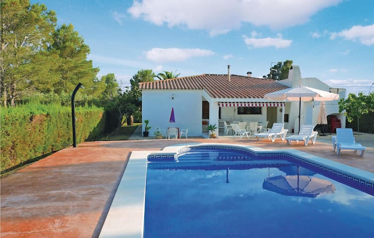 Holiday cottage with 3 bedrooms on 150m² in Sant Jordi d'Alfama