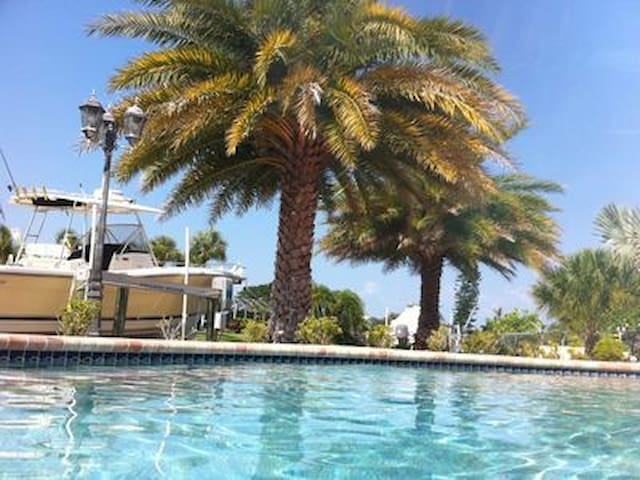 ADRIELSPLACE Beautiful Waterfront Canal Pool Home