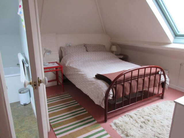 Small double bedroom, ensuite, first floor.