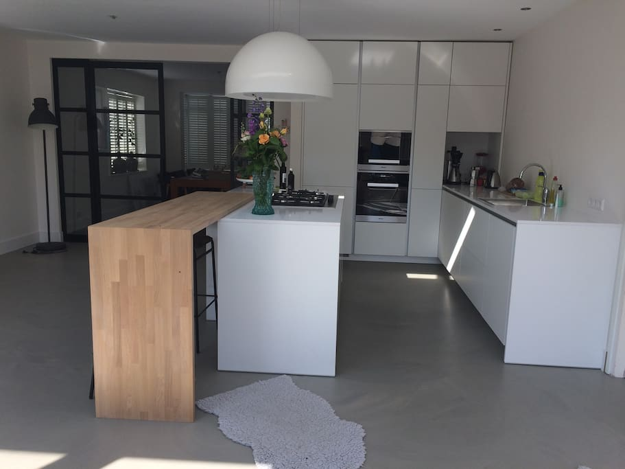 Picture 2 of the kitchen