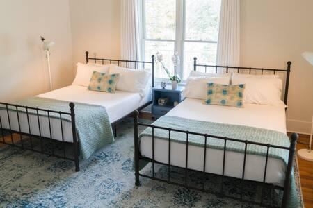 Standard Double bedroom.