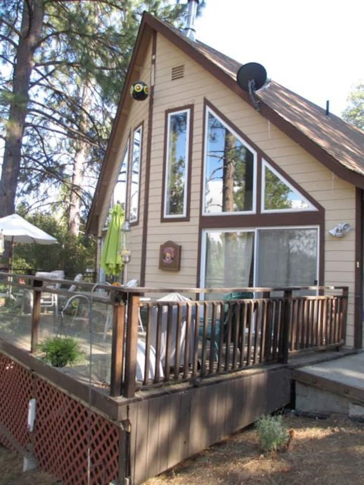 Beautiful Mountain Chalet-Relax, Smell the Pines!