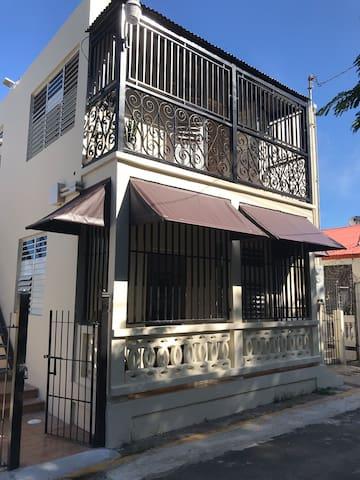 THE URBAN HOUSE (B)