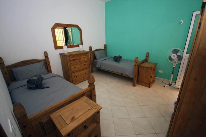 The Guesthouse - Twin bedroom & outdoor area