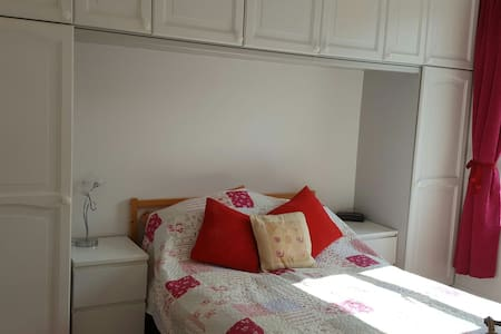 Luxurious double bedroom with use of shower room - Portsmouth - Haus