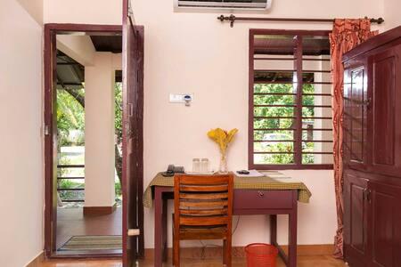 Non AC Room Accessible To Lake Vembanad, Kumarakom