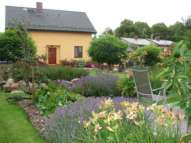 Dom nad morzem z dużym ogrodem - Mielenko - Huis