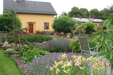 Dom nad morzem z dużym ogrodem - Mielenko