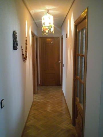 Piso con 2 habitaciones privadas. - Ávila - Appartement
