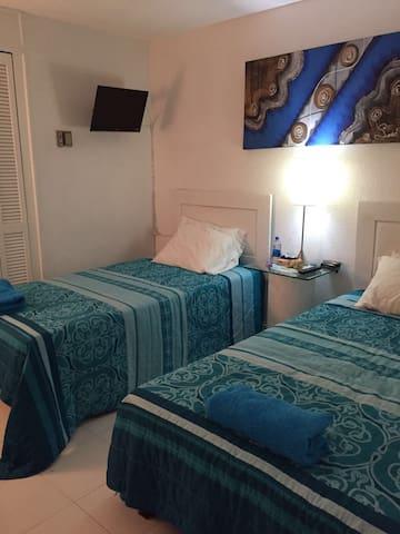 Habitación para dos personas (camas pueden unirse o mantenerse independientes, opcional)