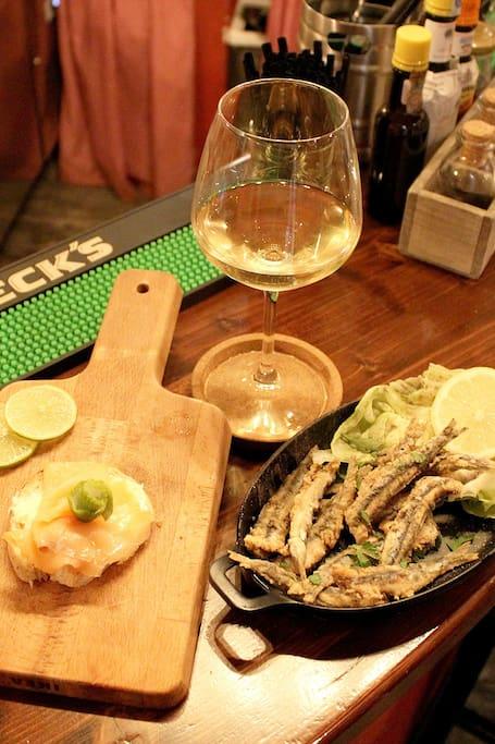 Bruschetta e alici con vino bianco