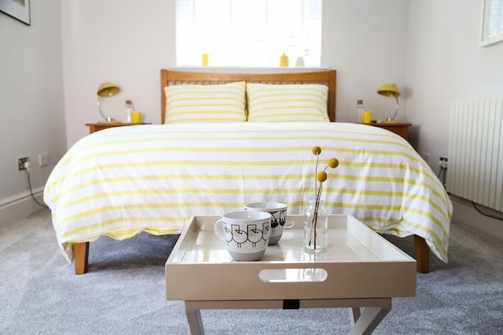 Guests rave over the seriously comfy kingsize bed with 100% cotton bedding!