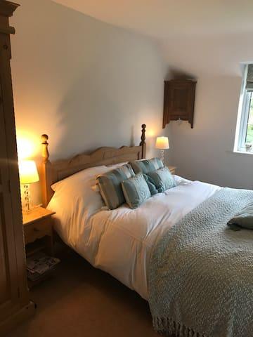 Bedroom 1- king size.
