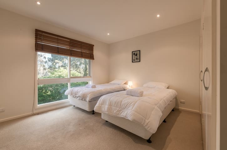 #2 Twin Bedroom with 2 single beds