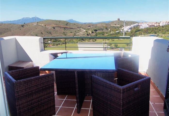Beautiful appartment with stunning mountain views - Alhaurín el Grande - Lägenhet