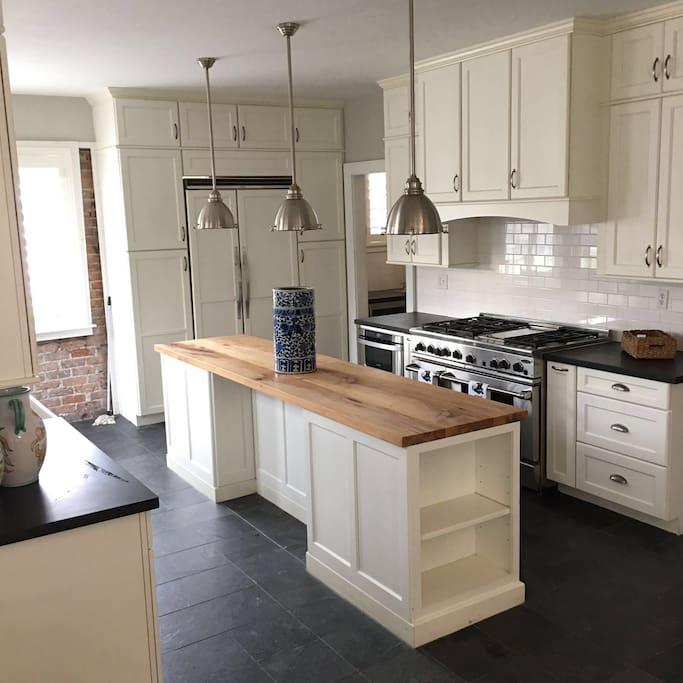 Montrose Mini Mansion - Chefs Kitchen Area