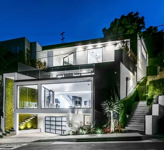 MODERN BEVERLY HILLS ESTATE w/ PRIVATE CHEF