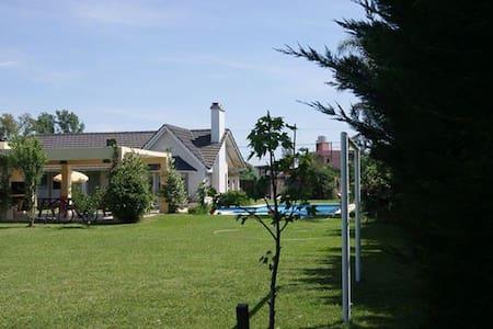 Chalet para disfrutar con piscina /hogar  5 baños - Rosario - Casa