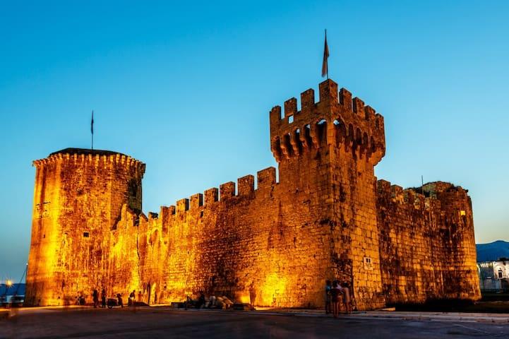 Ferienwohnung 4215-1 für 4+2 Pers. in Trogir