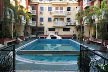 Very central place with travel-experienced hosts