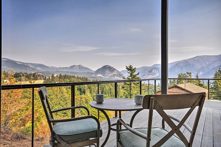 'Gorge Retreat' - Modern Carson Home w/ Mtn Views!