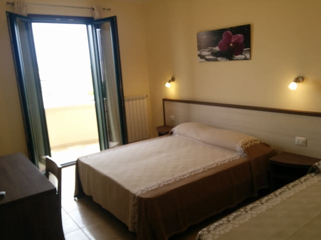 Locanda Helios - Camera Tripla - Uggiano La Chiesa - Bed & Breakfast