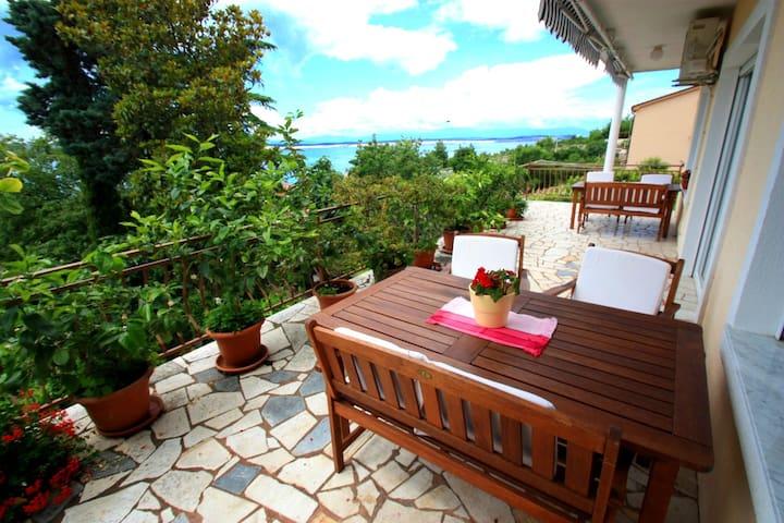 Appartment Carla, spacius apartment for 4-6 person - Crikvenica