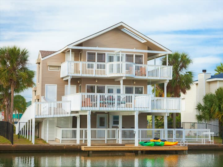 Waterfront home 5 min to beach! Bike & kayaks!