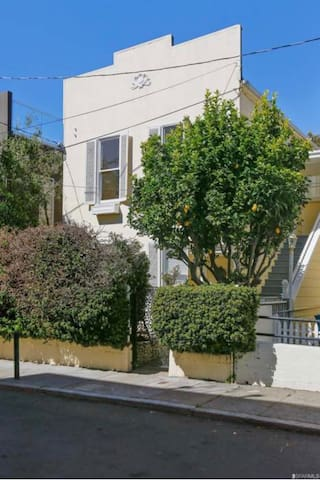 2 Bedroom House - Cow Hollow