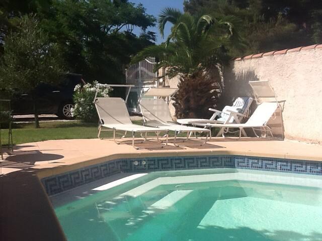 Villa avec piscine Vitrolles Village - Vitrolles - House