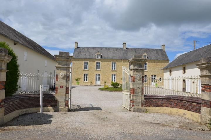 Superbe ancien corps de ferme au calme à 5' Bayeux