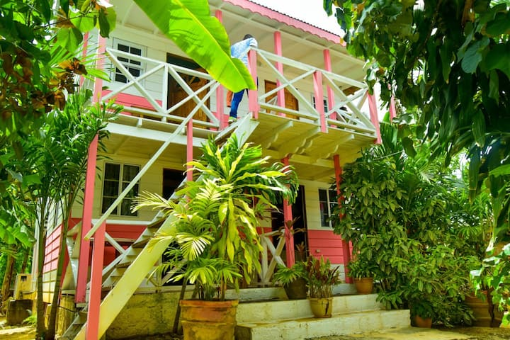 Perfect Spot Cottages: Full-House Cottages