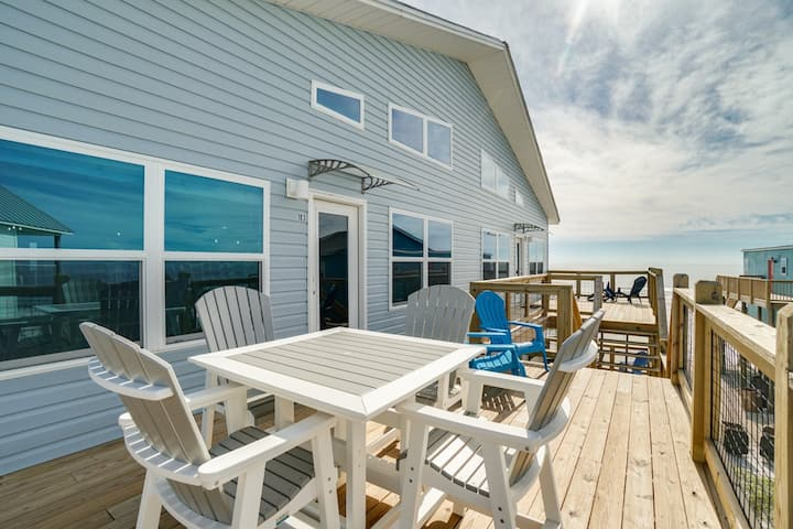Chic Condo with Beach Views and Wifi