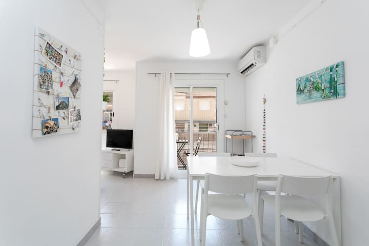 Cozy and bright apartment near Camp Nou Stadium