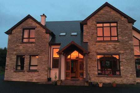 Large cosy home with great views - Letterkenny