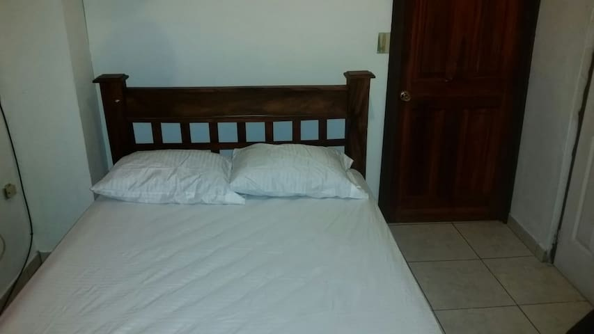 777 - 1A  Apartment Near Limon Beaches - Limón - Apartamento