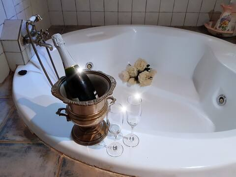 COUNTRY HOUSE WITH JACUZZI EL QUINQUÉ