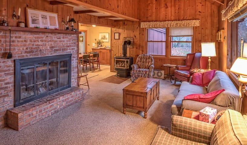 Innisfree Cabin & Boat House - Beaver Island - Houten huisje