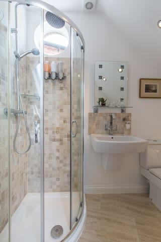 Second bedroom's ENSUITE SHOWER ROOM w/shampoo, conditioner & body wash provided.