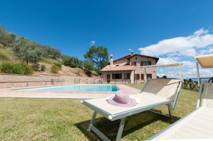 Apartment with pool for holiday near Montefalco