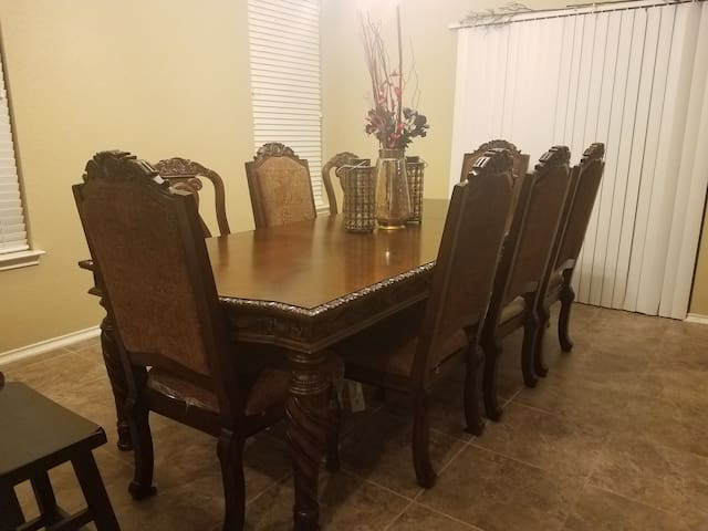 Spacious 2 Story Corner Home (Lackland AFB BMT)