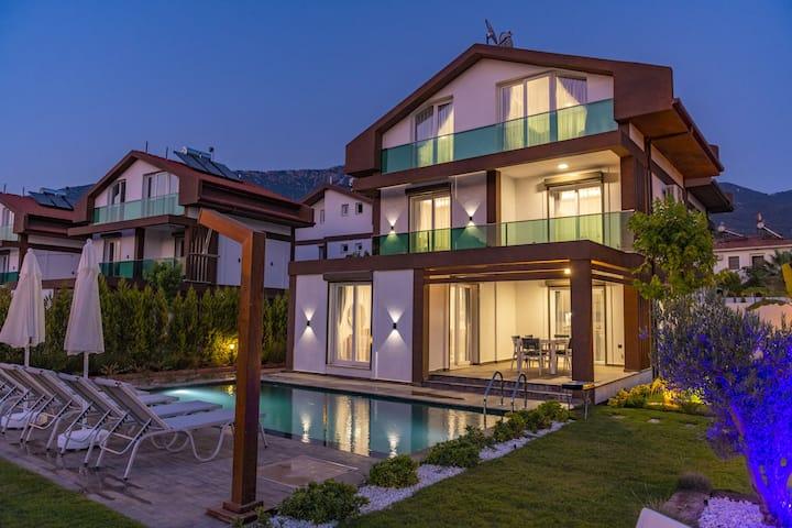 4 Beds,  Luxury Holiday Villa in Hisarönü Ölüdeniz