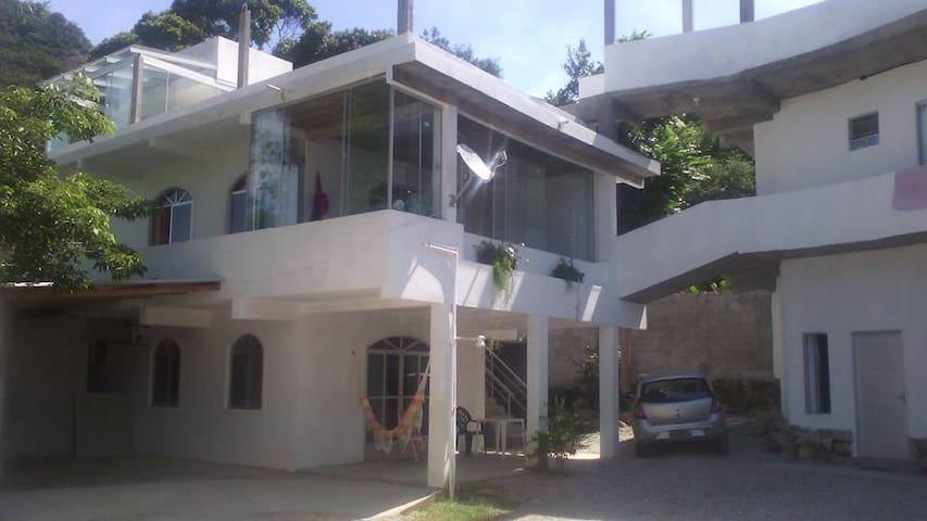 Hostel na Praia da Solidão, Floripa - Florianópolis - Bed & Breakfast