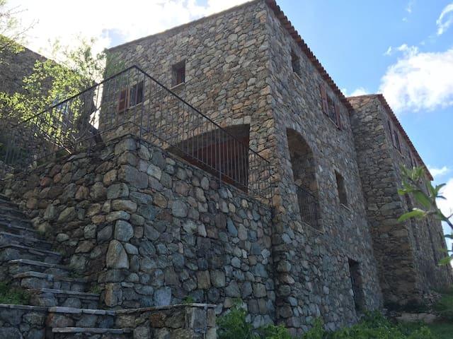 Maison de caractère restaurée - vue magnifique - Lama - Casa