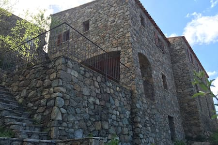 Maison de caractère restaurée - vue magnifique - Lama