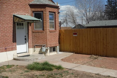 Private, laid back, 4/20 accomodations. - Pueblo - Ev