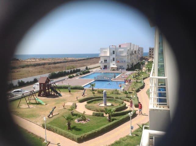 Appartement dans résidence face à la mer.